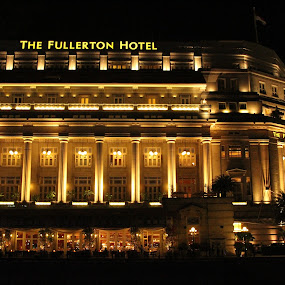 the fullerton hotel by Adzaniar D. F. Yusrif - News & Events World Events