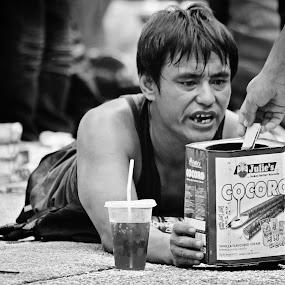 homeless by Firdaus Hadzri - People Street & Candids ( digi wwwow 2013, black and white, homeless, firdaushadzri )