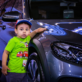 This is mine by Nenad Borojevic Foto - Babies & Children Child Portraits ( car, child,  )