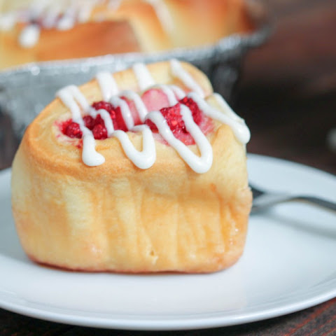 Raspberry Sweet Rolls #breadbakers