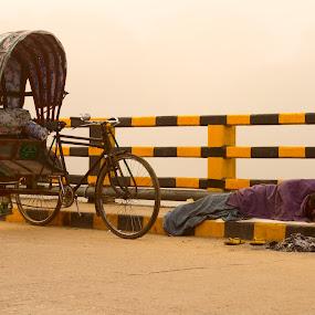 s~t~r~u~g~g~l~e by Ashikur Rahman - People Street & Candids