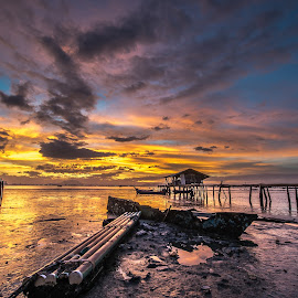 Sunrise by Lim Keng - Landscapes Cloud Formations