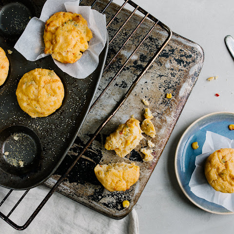 CHIILI AND CHEESE CORNBREAD MUFFINS
