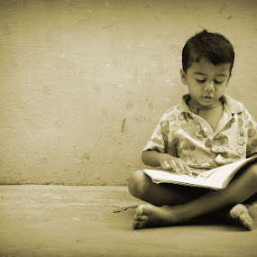 Don't disturb me, I'm learning! by Yogesh Kumar - Babies & Children Children Candids ( story, book, candid, learning, kid )