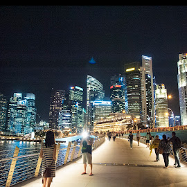 Phototaking on Jubilee Bridge by Chin KK - City,  Street & Park  City Parks ( jubilee, photoshoot, bridge, people, evening )