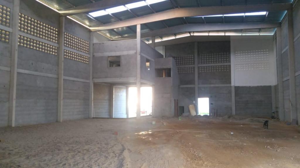 Barracão para alugar, 800 m² por R$ 8.000/mês