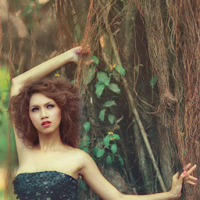 Akarena Girl by Ruslan Agule - People Fashion