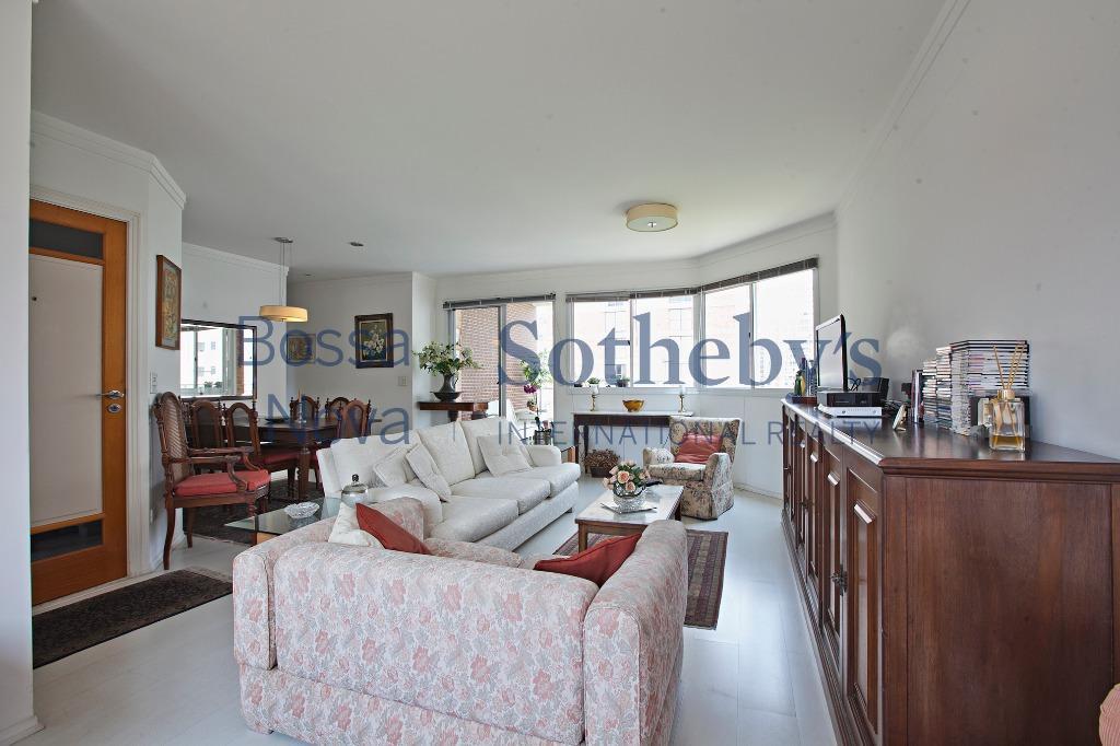 Apartamento em rua tranquila e com vista permanente no Itaim