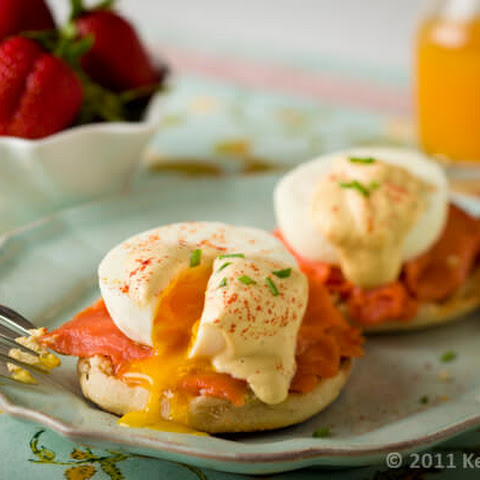 Eggs Benedict with Smoked Salmon & Healthy Hollandaise