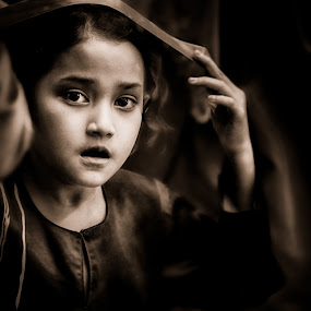Little Hijab by Nizam Muhamad - People Street & Candids ( muslim, asia, young girl, drama, hijab )