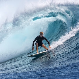 Nice barrel by Bernard Tjandra - Sports & Fitness Surfing