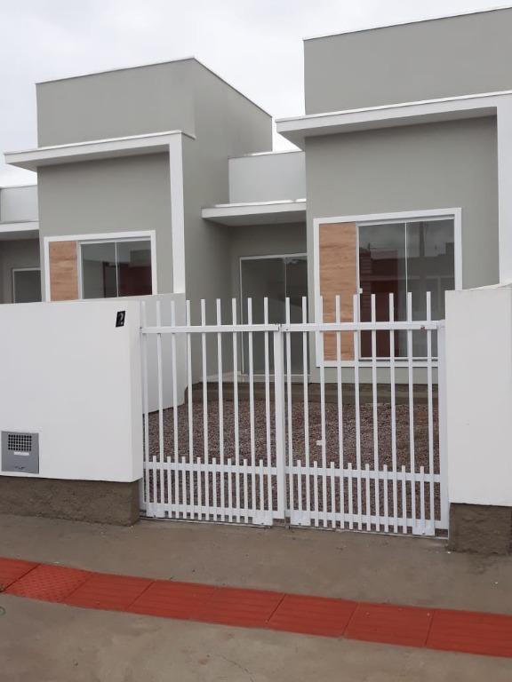 Casa a venda, 2 dormitórios, área de serviço, garagem