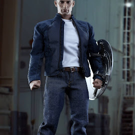 1/6 Hot Toys Steve Rogers by Josef Vincent Flores - Artistic Objects Toys