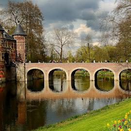 Groot-Bjigaarden Le pont et la Porte d'accès by Gérard CHATENET - Buildings & Architecture Bridges & Suspended Structures