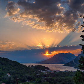 The last rays by Michal Fokt - Landscapes Sunsets & Sunrises ( sunset, sea,  )
