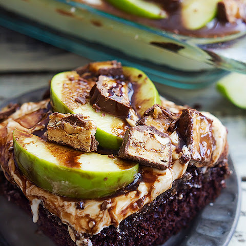 Caramel Apple Snickers Cake