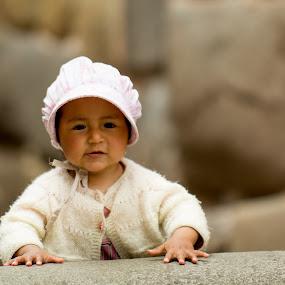 on the sidewalk by Hezi Shohat - Babies & Children Child Portraits ( 70-200, nikon, kid, cusco )