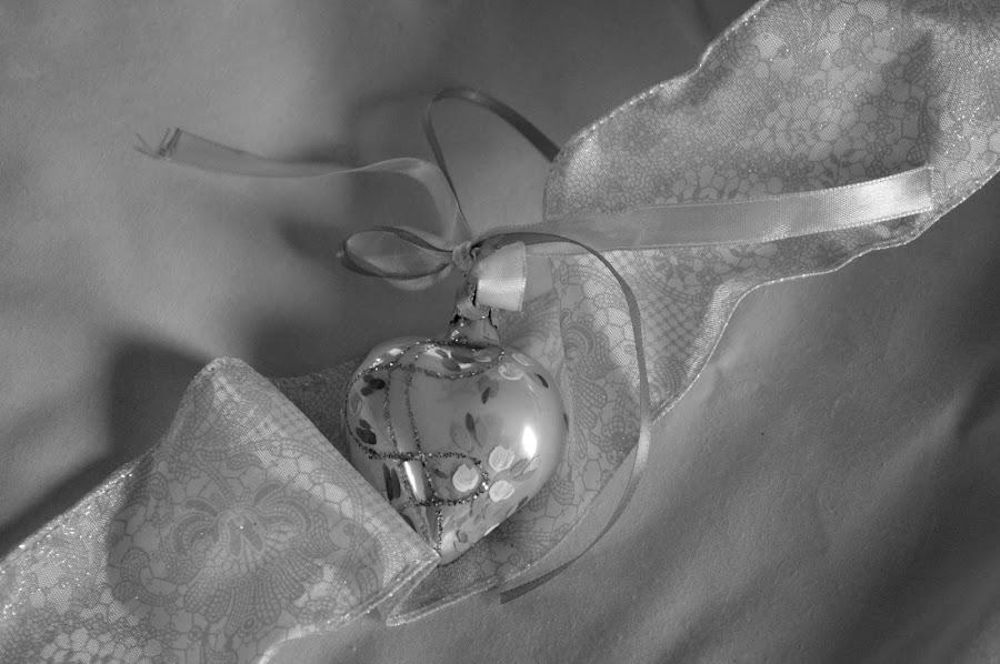Heart Ornament by Rhonda Kay - Public Holidays Christmas