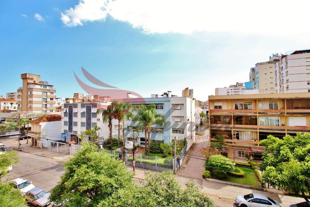 Na Santana, ao lado da REDENÇÃO. Apartamento de 1 dormitório com SACADA no bairro Farroupilha em Porto Alegre.  Apartamento muito diferente, de frente e com ótimo astral. Boa ventilação e iluminação. Condomínio pequeno e com valor muito baixo, apenas R$ 170,00  Localização: 100m do Colégio Militar. 190m da Redenção. 300m do Supermercado Asun 400m da FADERGS. 600m do Hospital de Pronto Socorro. 700m do Hospital de Clínicas. 1 km do Zaffari Lima e Silva.  Atendimento com Evandro Junqueira Filho 51 - 9.8424.3082 (Tim / WhatsApp)