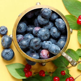 by Dipali S - Food & Drink Fruits & Vegetables ( raw, water, red, blueberry, nature, agriculture, cultivated, wet )