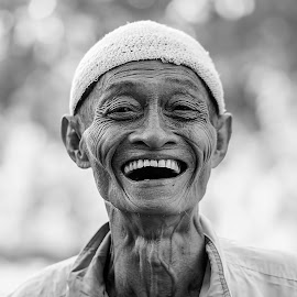 THE OLD LAUGH by Aad S. Ahmad - People Portraits of Men