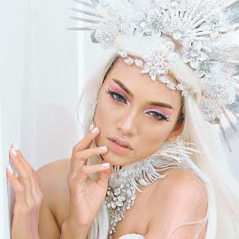 Diamond Girl by Amin Basyir Supatra - People Portraits of Women ( face, fashion, girl, beautiful, mood, beauty, portrait )