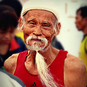Marathon of Time. by Ian Gledhill - People Street & Candids ( asia, thailand, sport, old man, marathon, culture, people. portrait,  )