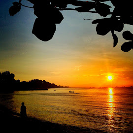 Sunrise at East Coast Park by Janette Ho - Instagram & Mobile iPhone ( , relax, tranquil, relaxing, tranquility )