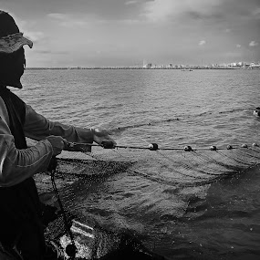 FISHERMEN by Rogz Necesito Jr. - People Street & Candids
