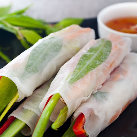 Vietnamese Chicken Rice Paper Rolls