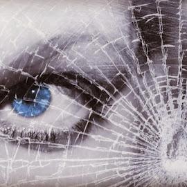 Broken glass by Tatjana Blesic - Digital Art People