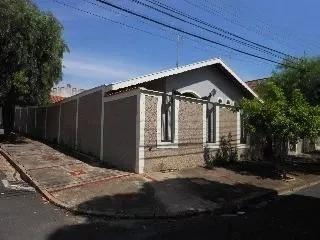 Linda casa de esquina em Indaiatuba