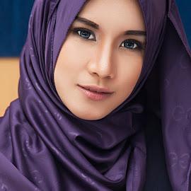 aya by ARE Samudra - People Portraits of Women ( flash, malang, indonesia, woman, beauty, nikon, hijab, portrait, room )
