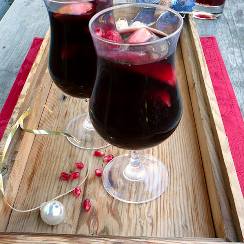 Holiday Apple Pomegranate Sangria