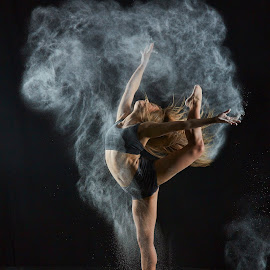 Nina's Powder Dance by William Kendzierski - People Portraits of Women ( fitness, high speed photography, modeling, acrobat, dance, dancer )