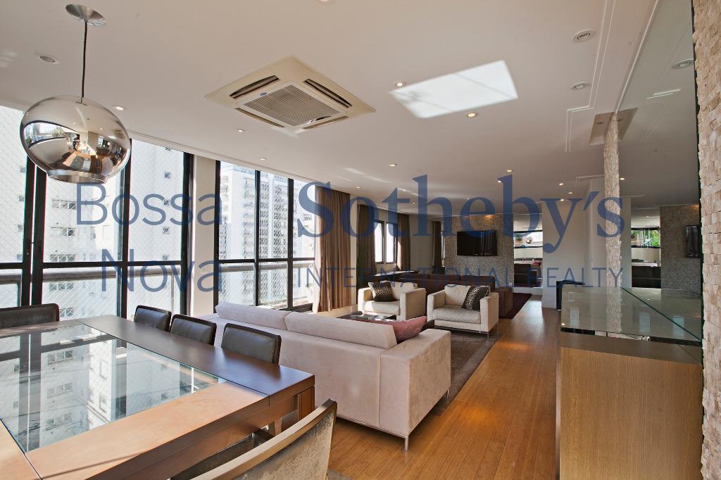 Penthouse moderna e iluminada