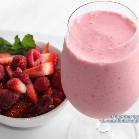 Strawberry smoothie with oatmeal (Recipe for weight loss)