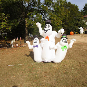 Ghosts Family by David Jarrard - Public Holidays Halloween ( holiday, family, waving, ghost, halloween,  )