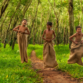 sack race by Badroe Zaman - Babies & Children Children Candids ( indonesia, candids, children, traditional, activity )