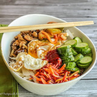 Bibimbap (Korean Rice Bowl with Ground Beef and Veggies)