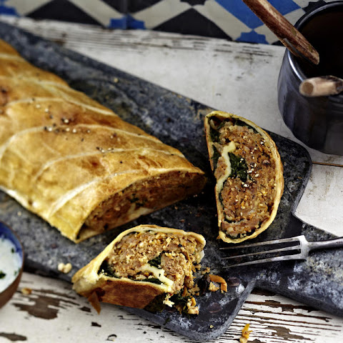 Mediterreanen Spinach and Beef Pastry Roll