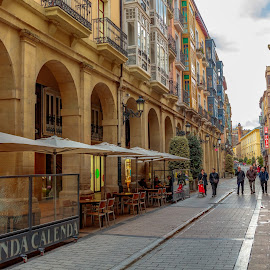 by Roberto Gonzalo - City,  Street & Park  Vistas