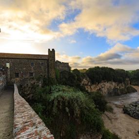 Sunrise in castle Vulci by Fabrizio Contadini - Buildings & Architecture Public & Historical ( water, clouds, history, vulci, sky, castle, sunrise, landscape )