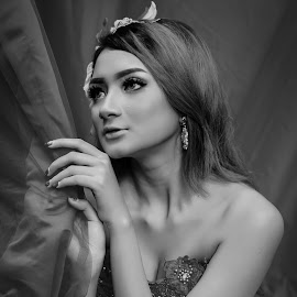 novrida by Kawan Santoso - Black & White Portraits & People