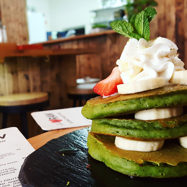 Organic matcha flapjacks at Scheckter's Raw