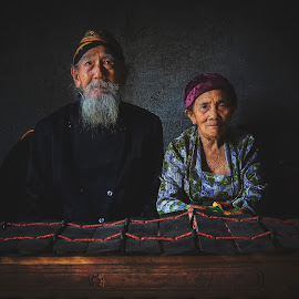 beaux grands-parents by Indrawan Ekomurtomo - People Couples