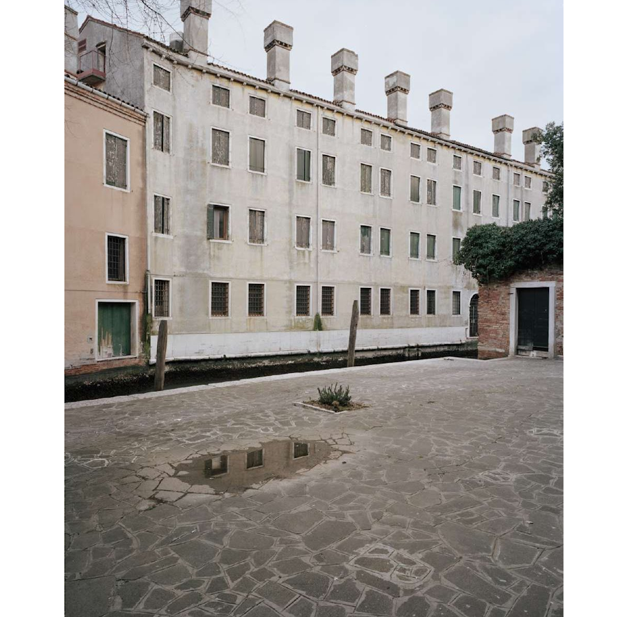 Giovanni Cocco, At what time does Venice close 11
