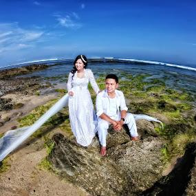 santolo beach by Anugrah Fajar - Wedding Bride & Groom