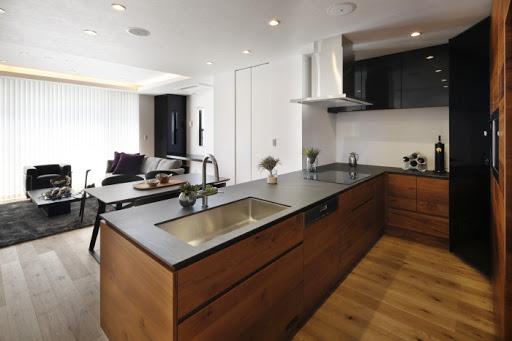 【2階キッチン】 家族とコミュニケーションのとりやすい対面式キッチン ※電子レンジ機能付きオーブン、ワインセラー、食洗機、浄水器完備