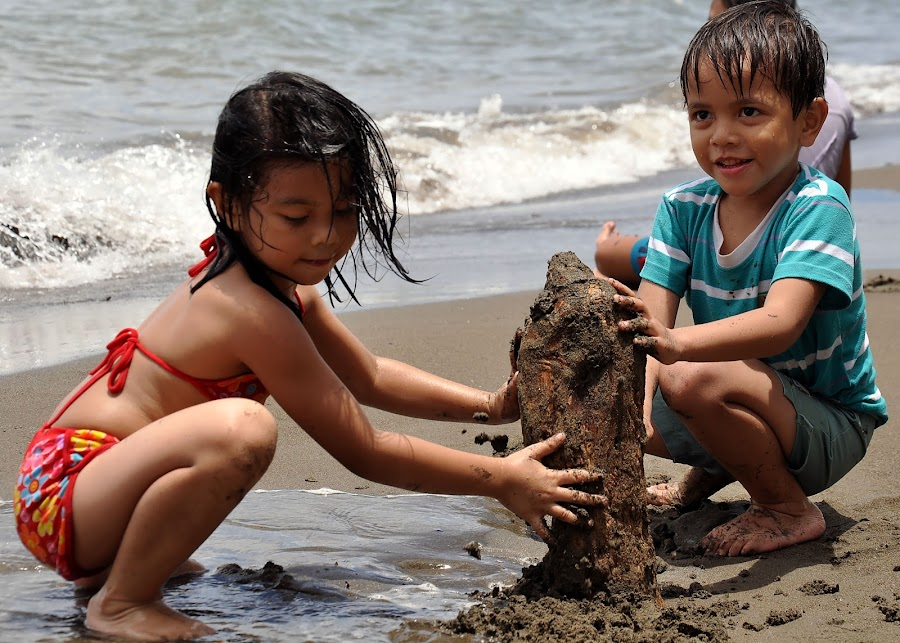LITTLE BUILDERS by Dominic Malanog - Babies & Children Children Candids